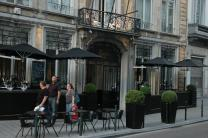 parasol restaurant trottoir petite terrasse