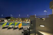hotel de luxe parasol piscine