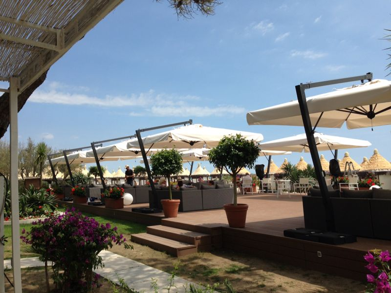Parasol pour terrasse maison moderne Leonardo Braccio SCOLARO