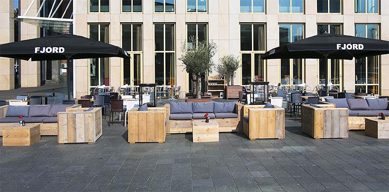 beau parasol de restaurant hôtel terrasse