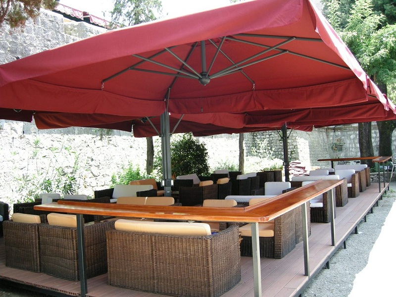 parasol g ant de terrasse alu poker scolaro quatre parasols 6x6m 7x7m. Black Bedroom Furniture Sets. Home Design Ideas