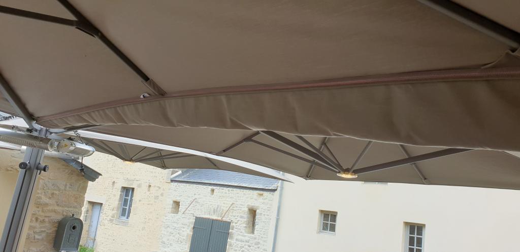 Gouttière entre toiles de parasol géant Prostor P6