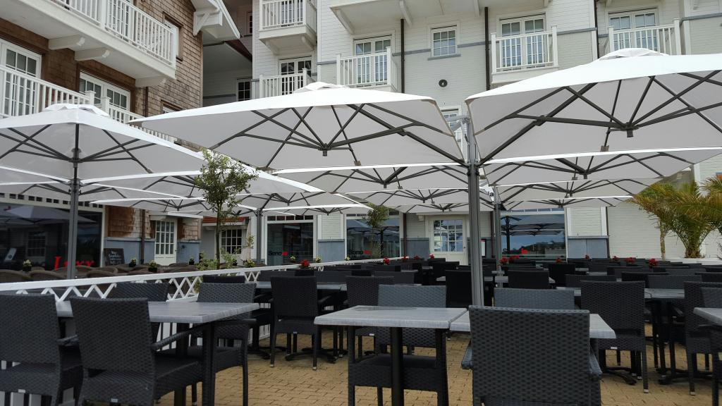 grand parasol de terrasse amazing grand parasol martigues with grand parasol de terrasse. Black Bedroom Furniture Sets. Home Design Ideas